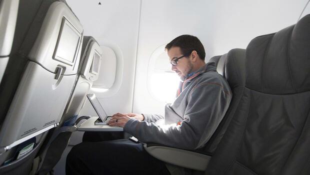 Laptops, Tablets, Kameras: US-Regierung erwägt Elektronik-Verbot für Flüge aus Europa