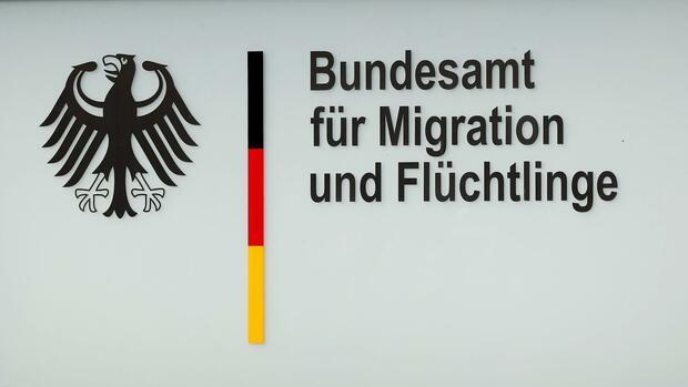 Verdacht auf Korruption im BAMF: Mitarbeiterin bestochen, um Asylanträge zu bewilligen
