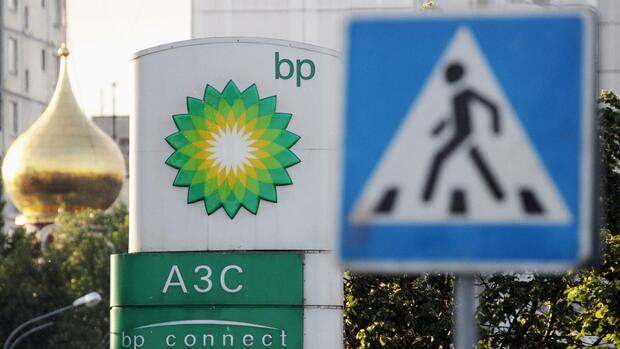 A sign board of a BP petrol station in Moscow Quelle: REUTERS