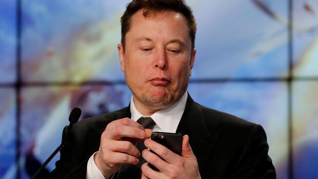 Bitcoin aktuell: Tesla-Gründer Elon Musk treibt Kurs mit ...