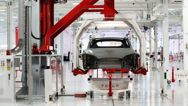 Tesla setzt Model-3-Produktion erneut aus