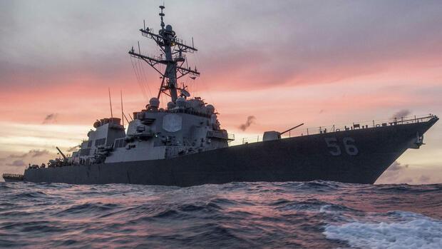 US-Zerstörer kollidiert mit Tanker: Vermisste und Verletzte