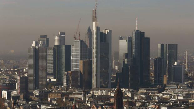 huGO-BildID: 33604194 The Frankfurt skyline is seen from the meeting room of the European Central Bank (ECB) council meeting room on the 41st floor at the construction site of the new headquarters of the ECB during a guided media tour in Frankfurt, October 31, 2013. The ECB plans to move into its new headquarters by the end of 2014. REUTERS/Kai Pfaffenbach (GERMANY - Tags: BUSINESS CITYSPACE) Quelle: REUTERS