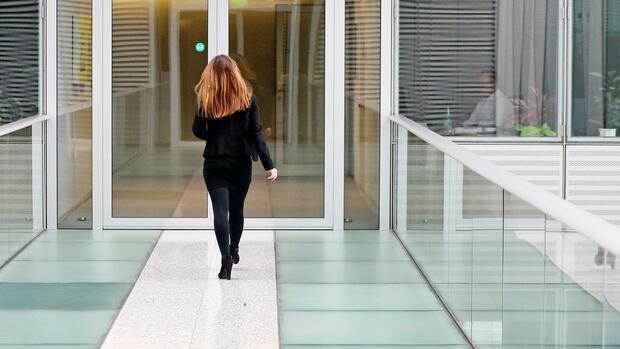 Diesen Unternehmen drohen wegen rein männlicher Vorstände Sanktionen