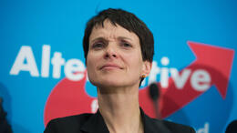 Frauke Petry: AfD-Politikerin in Lokal attackiert