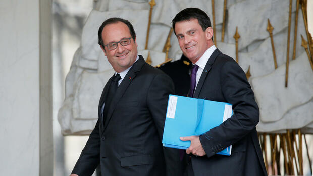 Präsident Francois Hollande (L) and Premierminister Manuel Valls (R) Quelle: REUTERS