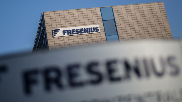 Das Firmenlogo von Fresenius am Firmensitz in Bad Homburg Quelle: dpa