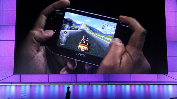 "A video screen shows off Sony Corporation's next generation portable gaming machine, PlayStation Vita, as it displays a forthcoming game called ""ModNation Racers,"" Quelle: dapd"