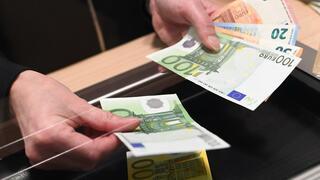 BGH-Urteil: Bargeld am Schalter: Banken dürfen tatsächliche Kosten als Gebühr erheben