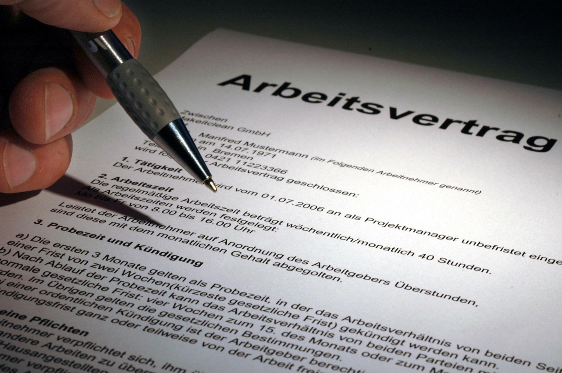 Arbeitsrecht Diese Fallen Lauern Im Arbeitsvertrag