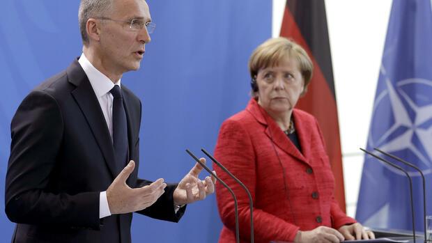Merkel offen für Nato-Beteiligung an Anti-IS-Koalition