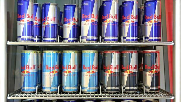 Red Bull Dosen Kühlschrank : Getränkeriese red bull steigert umsatz