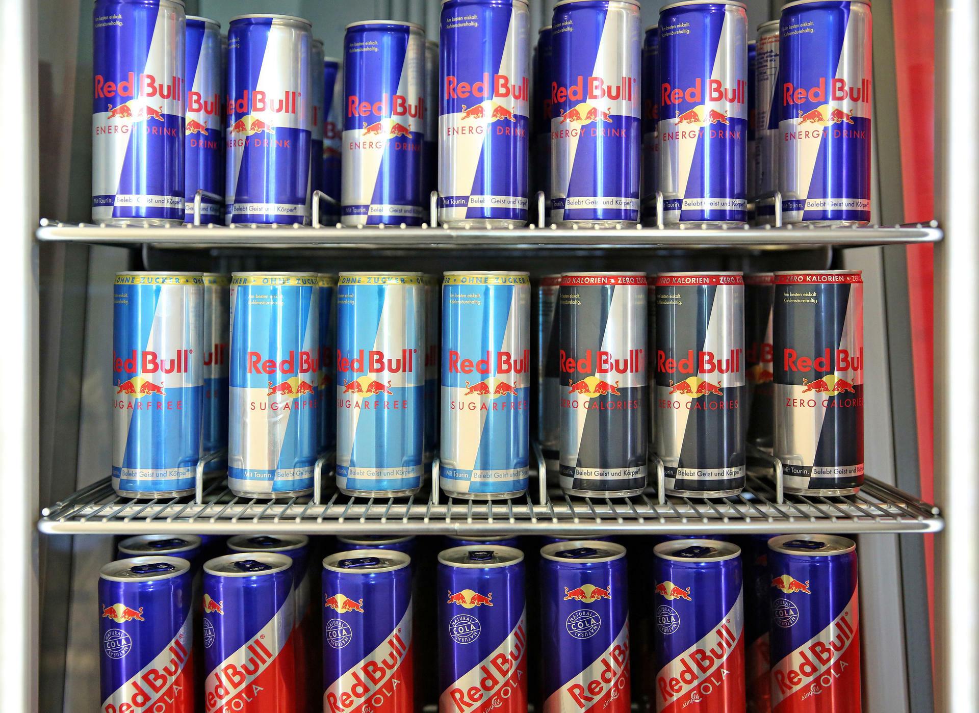 Red Bull Kühlschrank Verkaufen : Getränkeriese red bull steigert umsatz