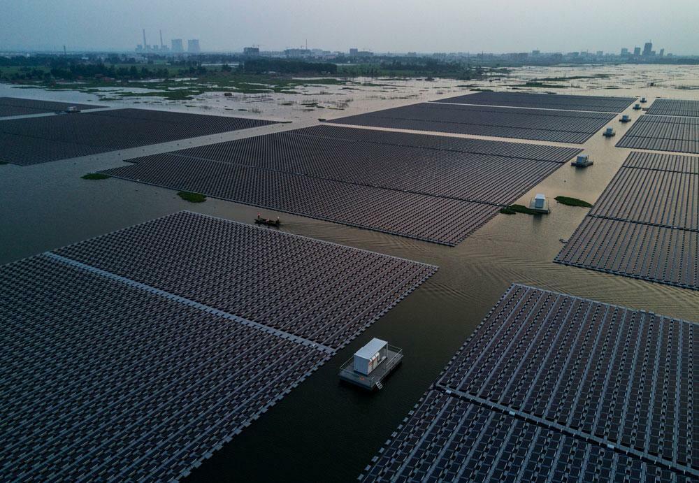Blick auf die Photovoltaik-Anlage in Huainan