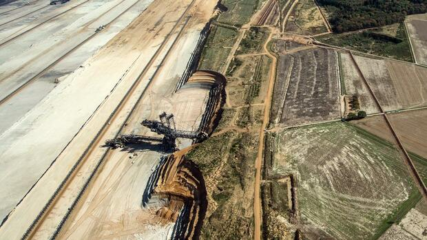 RWE hält an Rodung in Hambach fest - Politik