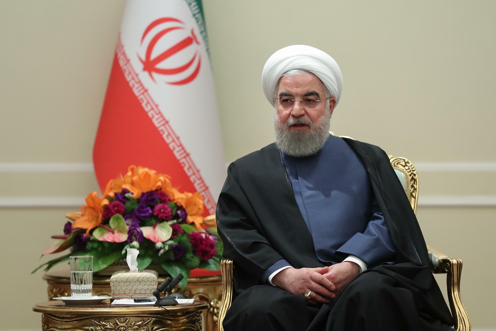 Nach Benzinpreiserhöhung: Irans Präsident verteidigt erneut umstrittene Benzin-Politik