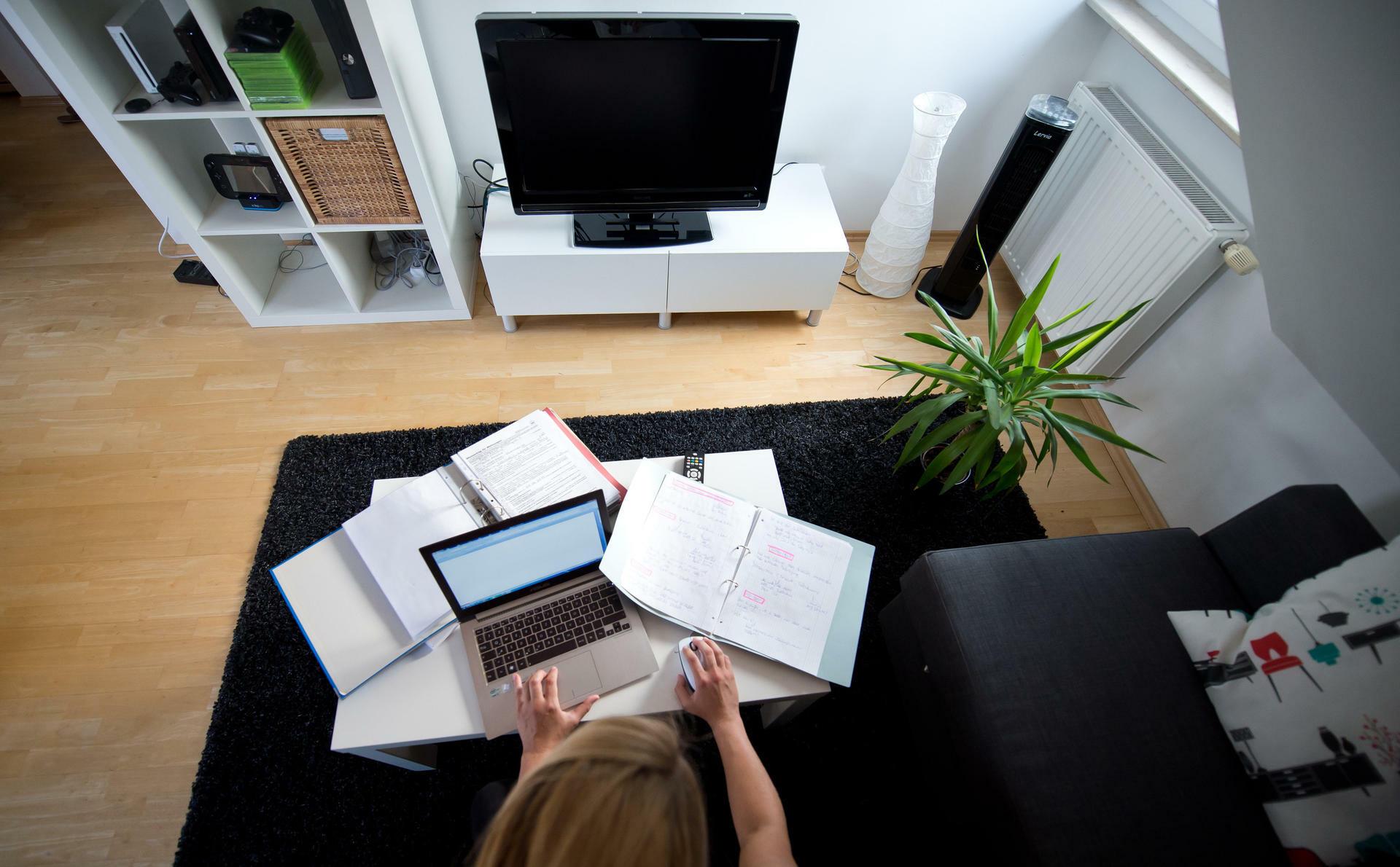 Home Office: Wer zu Hause arbeitet, macht mehr Überstunden