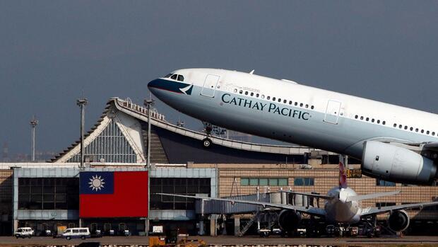 Chinesische Airline schreibt eigenen Namen auf Flugzeug falsch