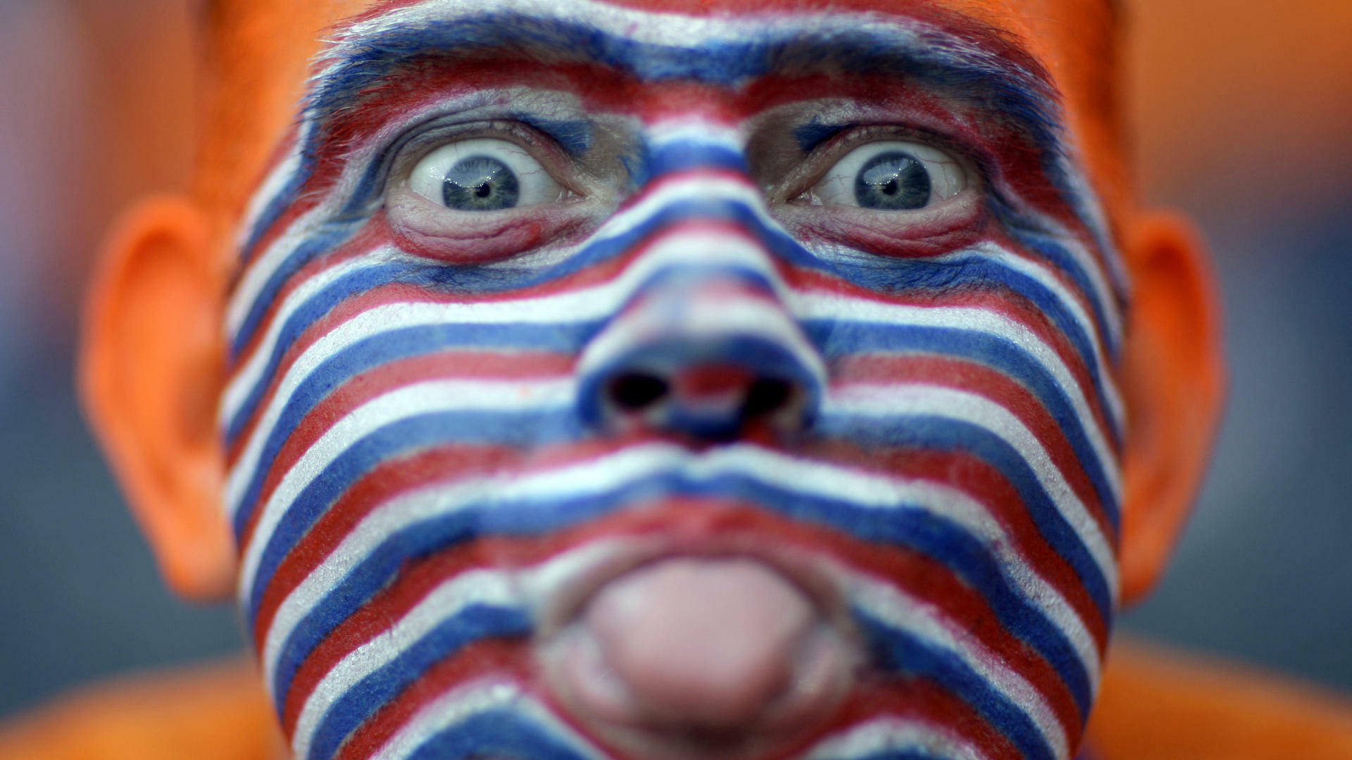 A Dutch supporter, his face painted in the colors of the national flag Quelle: AP
