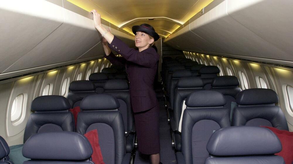 eine stewardess packt aus zehn dinge die sie noch nicht ber flugbegleiter wussten. Black Bedroom Furniture Sets. Home Design Ideas