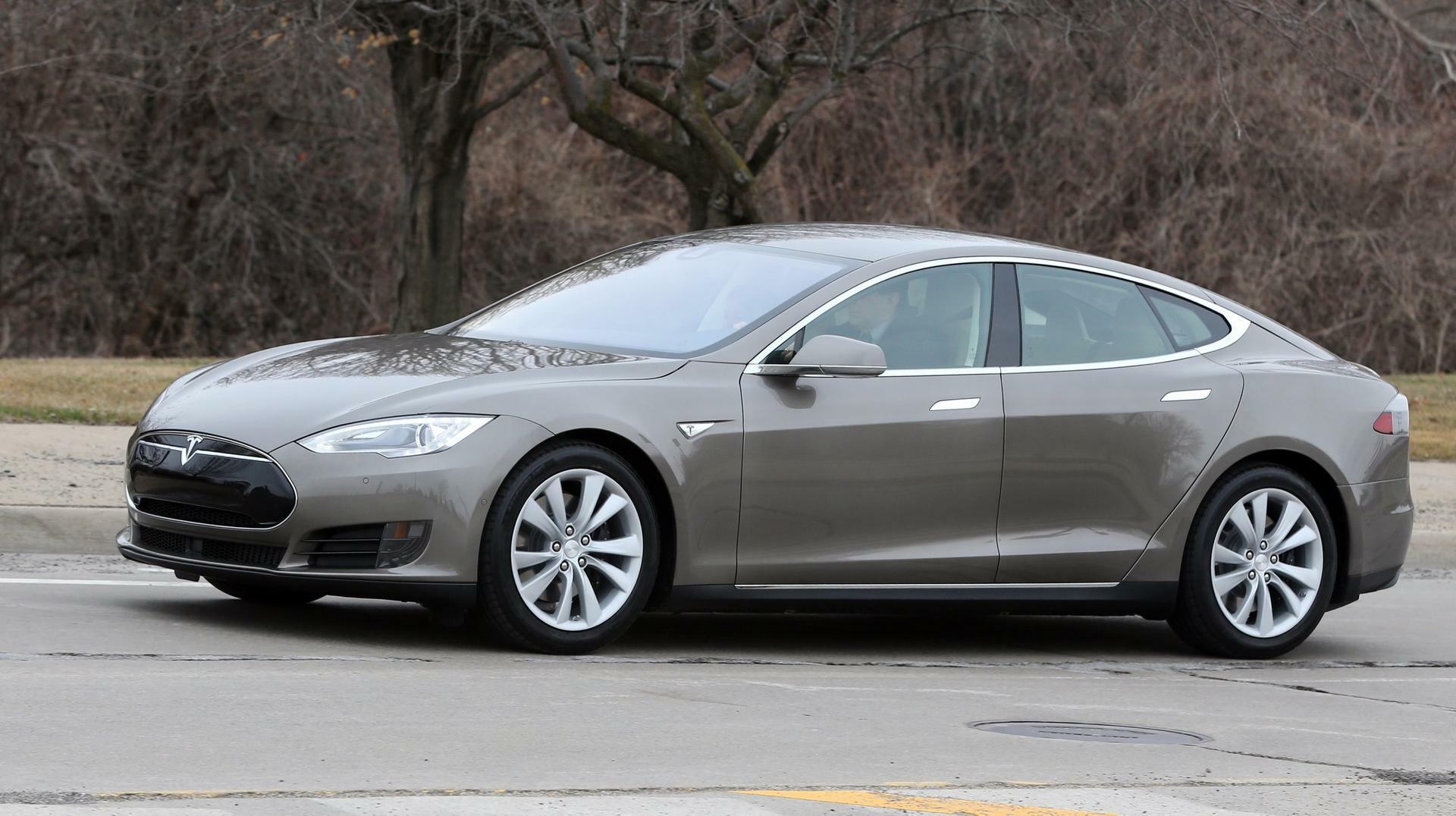Connected Car: Hacker schalten Tesla während der Fahrt aus