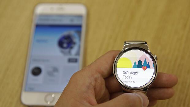 Googles Android Wear : Android-Smartwatches können jetzt ...