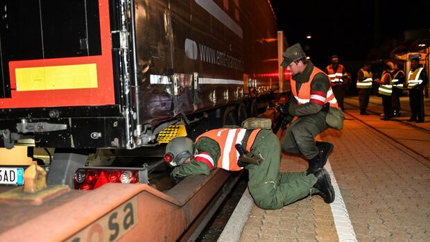 Grenze zur Slowakei: Österreich geht mit Kontrollen gegen Schlepper vor