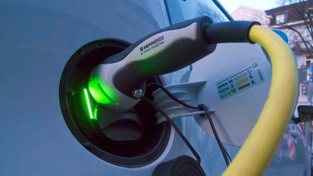 E-Autos sparen gegenüber Benzinern fast 70 Prozent CO2
