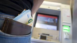 Bargeld von der Supermarktkasse: Der Geldautomat wird zum Auslaufmodell