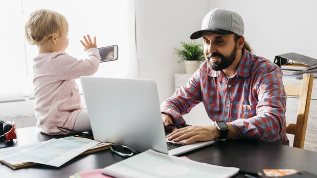 Studie: Im Home-Office arbeiten Eltern länger als im Betrieb