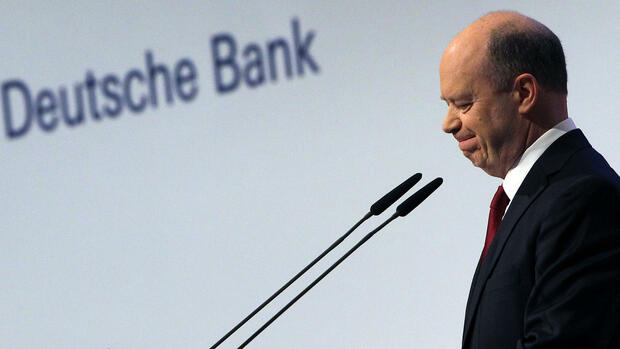 Co-chairman of Germany's biggest lender Deutsche Bank John Cryan speaks during the company's annual shareholders' meeting in Frankfurt am Main, western Germany, on May 19, 2016. / AFP PHOTO / DANIEL ROLAND Quelle: AFP; Files; Francois Guillot