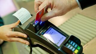 Gebühren für bargeldloses Zahlen: Kartenzahlung kann ins Geld gehen