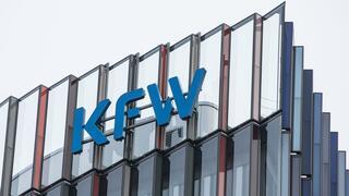 Staatliche Förderbank: KfW stellt offenbar Vertrag mit Ernst & Young auf den Prüfstand