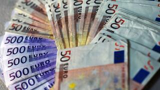 Schufa: Deutsche schließen erstmals mehr als acht Millionen neue Ratenkredite ab