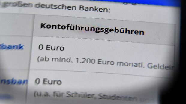 Zu hohe Kontogebühren: Verbraucherschützer mahnen Banken ab