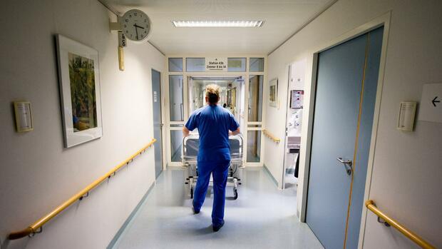 Krankenhäuser: Studienmacher fordern, Kliniken zu schließen