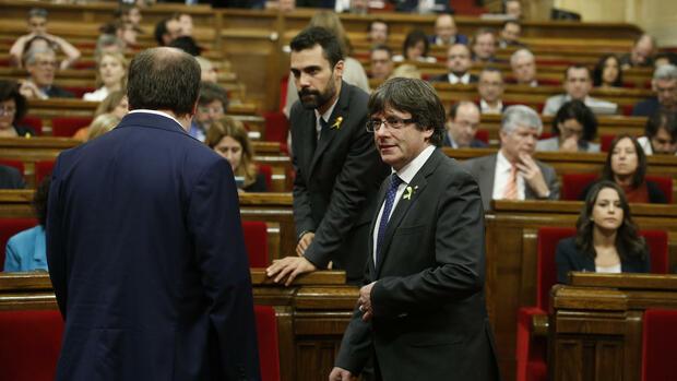Rajoy übernimmt die Macht in Katalonien