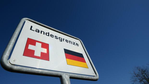 zoll jedes dritte deutsche auto schmuggelt bargeld aus der schweiz