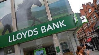 Großbritannien: Großbank Lloyds profitiert vom Sparkurs