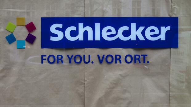 The logo of the drug store chain Schlecker is seen in one of its former shops in Berlin Quelle: REUTERS