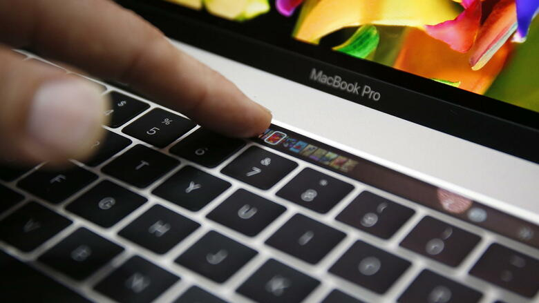 Macbook Pro mit Touch Bar Quelle: dpa