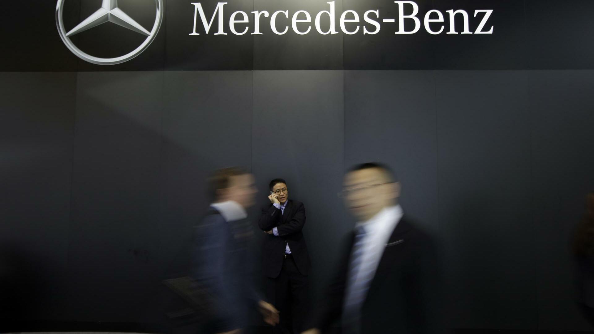 Experten rechnen die zahl der jobs sch n nichts mit green for Mercedes benz financial contact
