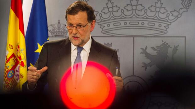 Spanish Prime minister Mariano Rajoy gives a press Conference after meeting with Spanish King, at La Moncloa palace in Madrid on February 26, 2016. / AFP PHOTO / CURTO DE LA TORRE Quelle: AFP