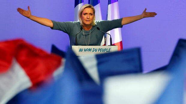 Marine Le Pen, French National Front (FN) political party leader, gestures during an FN political rally in Frejus, France, September 18, 2016. REUTERS/Jean-Paul Pelissier/File Photo Quelle: Reuters