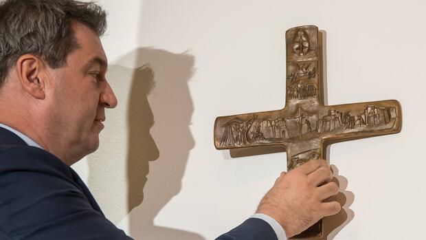 In Bayerns Behörden hängt künftig ein Kreuz am Eingang