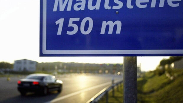 Mautstelle am Warnowtunnel in Quelle: dapd
