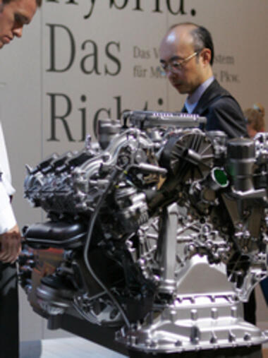 Mercedes Two-Mode Hybridmotor: Quelle: dpa/dpaweb