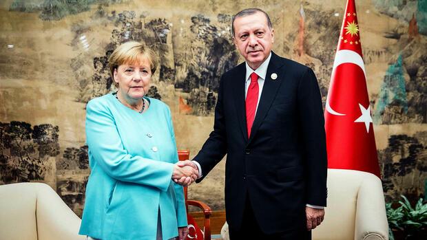 Briefe Nach China Dauer : Merkel und erdogan dauer streit mit der türkei soll enden
