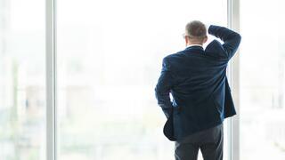 Die Beschäftigungskluft: Was tun zwischen später Arbeitslosigkeit und Rente?