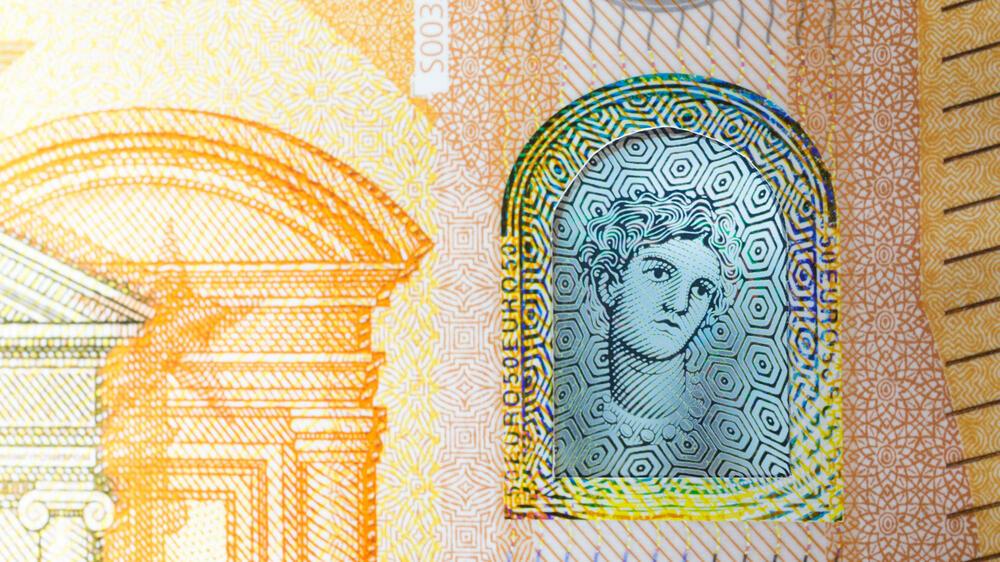 ezb pr sentiert neue banknoten so sieht der neue 50 euro schein aus. Black Bedroom Furniture Sets. Home Design Ideas